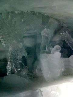 ここは氷河の中